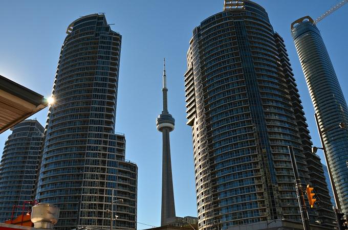 Uz Toronto Kanādā caur ...